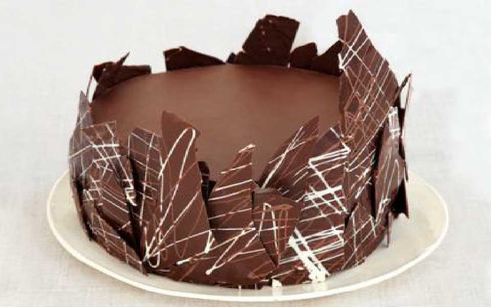 تزیین کیک ساده خانگی با شکلات