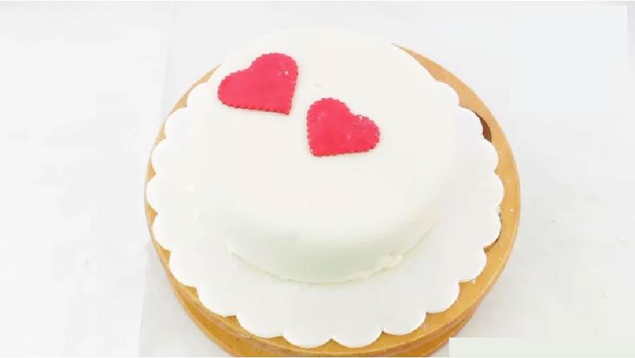 آموزش تصویری فوندانت کشی کیک
